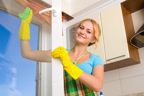 Nettoyer les fenêtres lors du grand ménage de printemps
