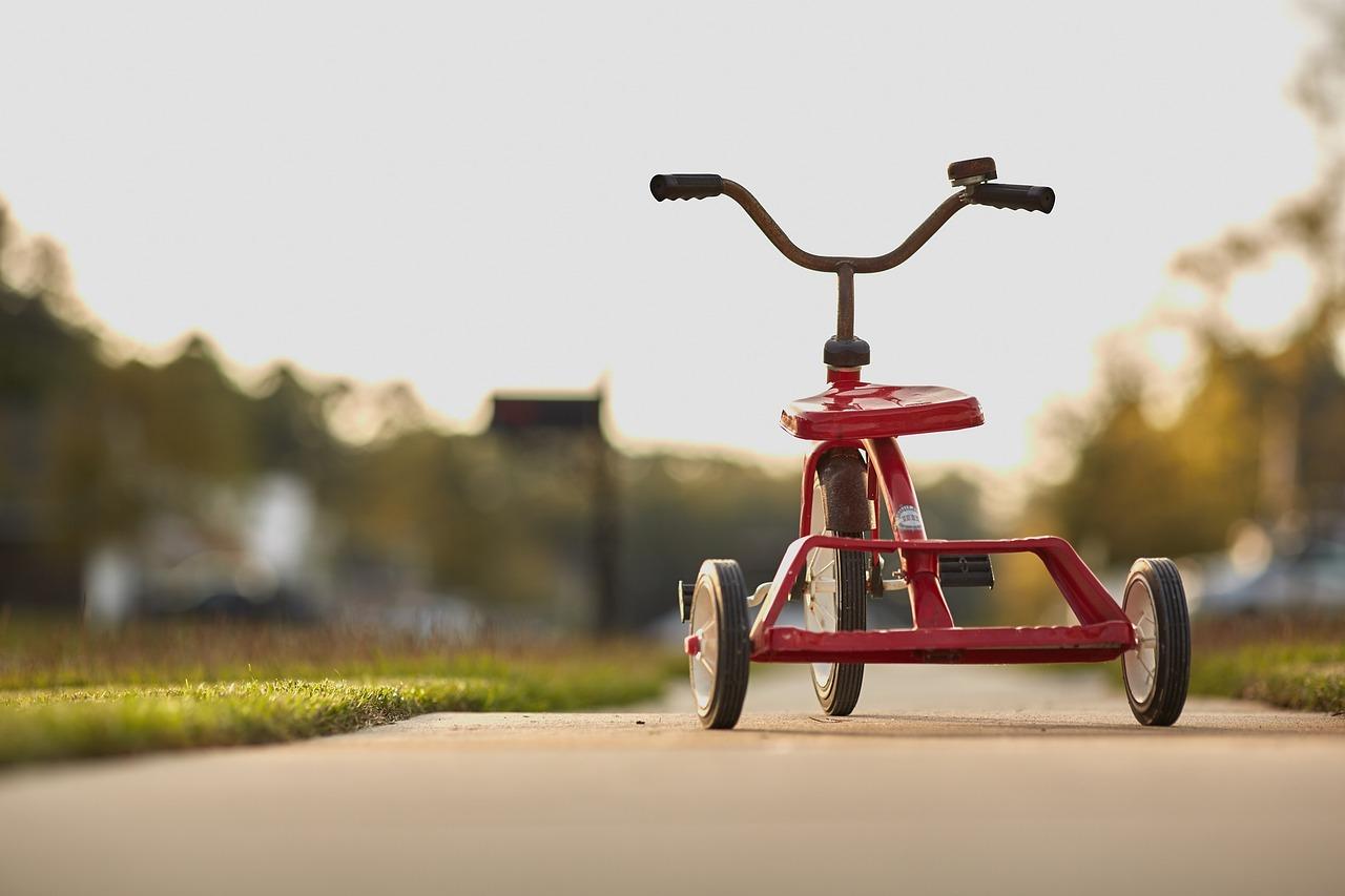 Tricycle sur route pavée