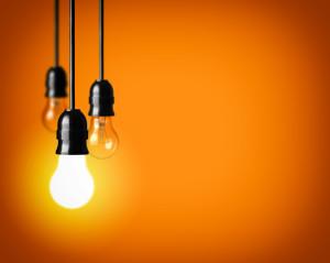 3 ampoules, 2 sont éteintes pour réduire la facture d'électricité