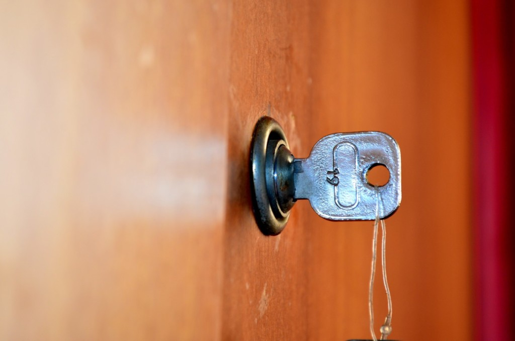 door_keys_unlock_open_lock_locked_security_keyhole-952455